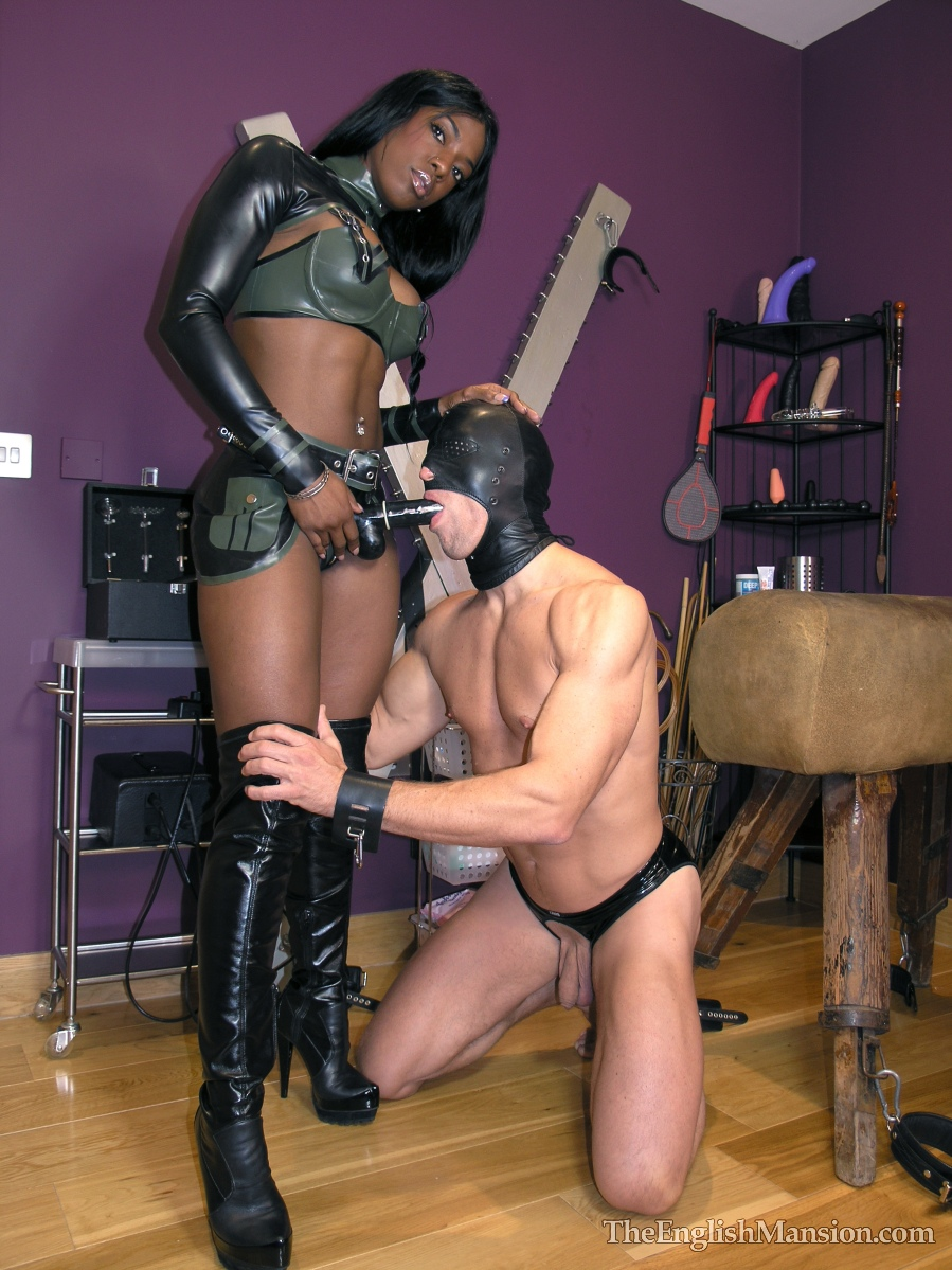 Ebony-strapon-mistress-01.jpg