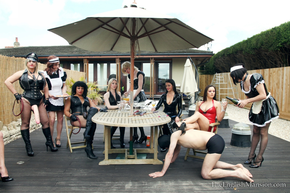 Mistress-slave-party-outdoors12.jpg
