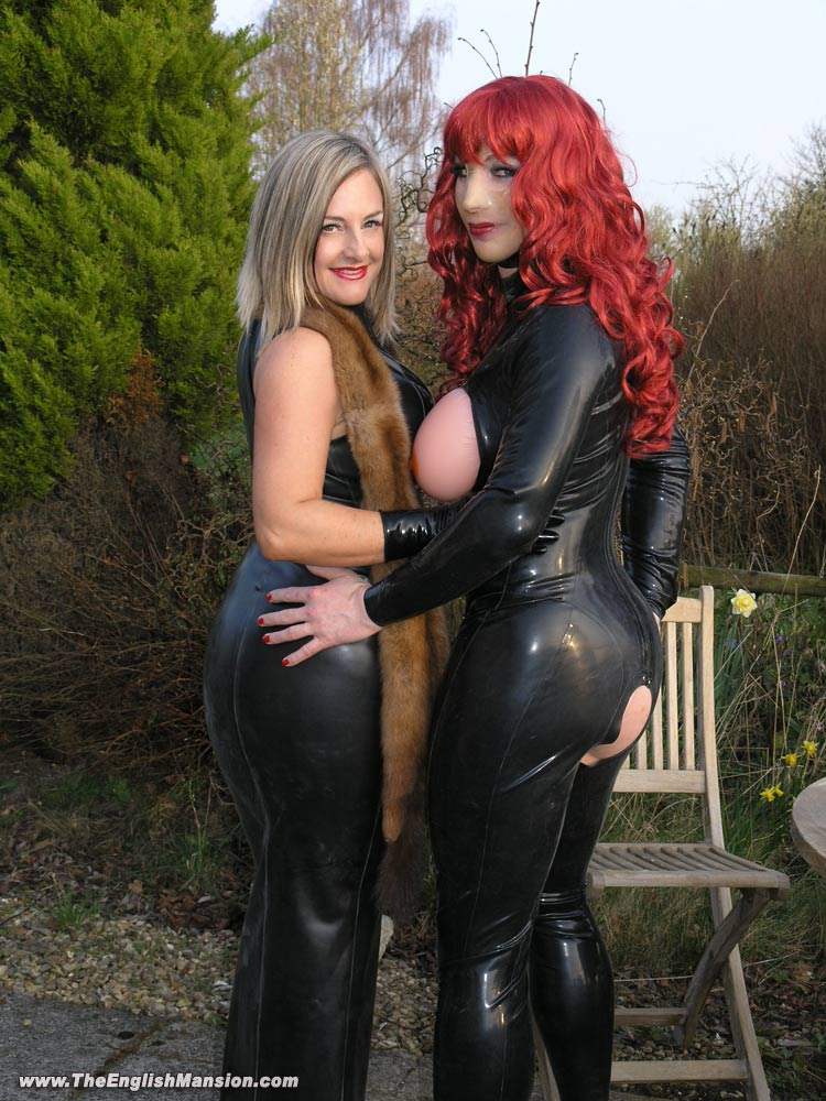 Lady-Nina-Rubber-T-Girl-Garden.jpg