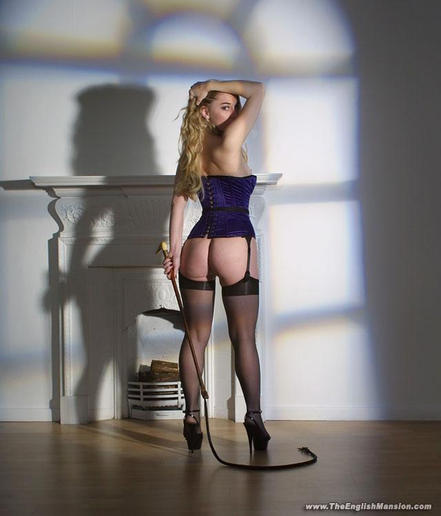Mistress-Sidonia-whip