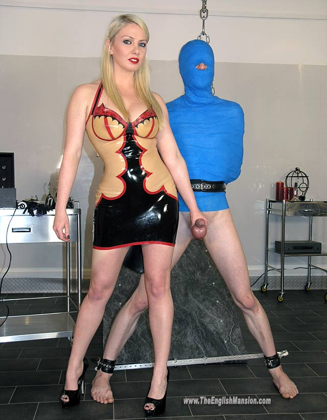 Goddess-LexiSindel-mummification-Englishmansion