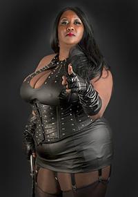 Madame-Caramel-ebony-dominatrix