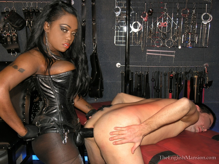 Huge black strapon domina