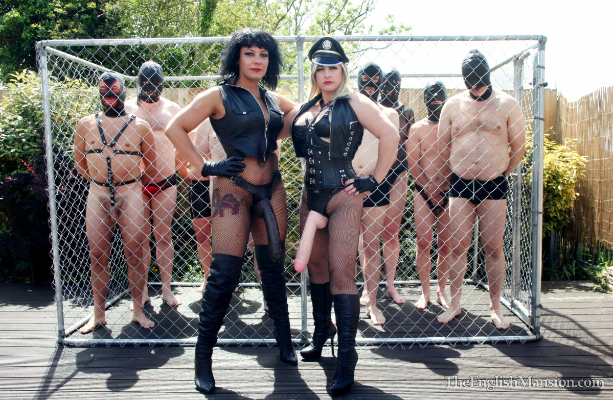 Mistress-slave-party-outdoors03.jpg