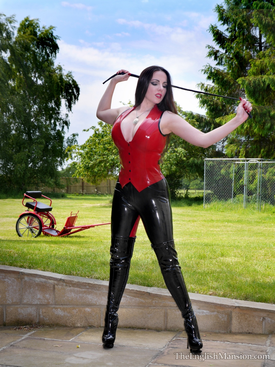 http://www.theenglishmansion.com/promo/0/1119/rubber-riding-domina-03.jpg