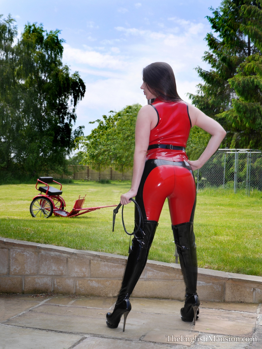 http://www.theenglishmansion.com/promo/0/1119/rubber-riding-domina-04.jpg