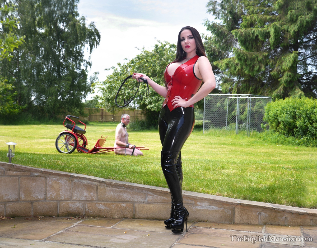 http://www.theenglishmansion.com/promo/0/1119/rubber-riding-domina-07.jpg