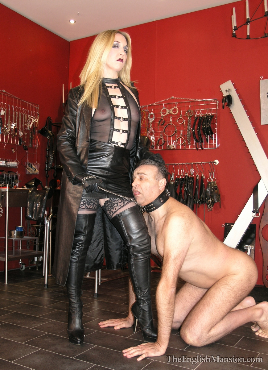 Milf in boots trains her pet puppy