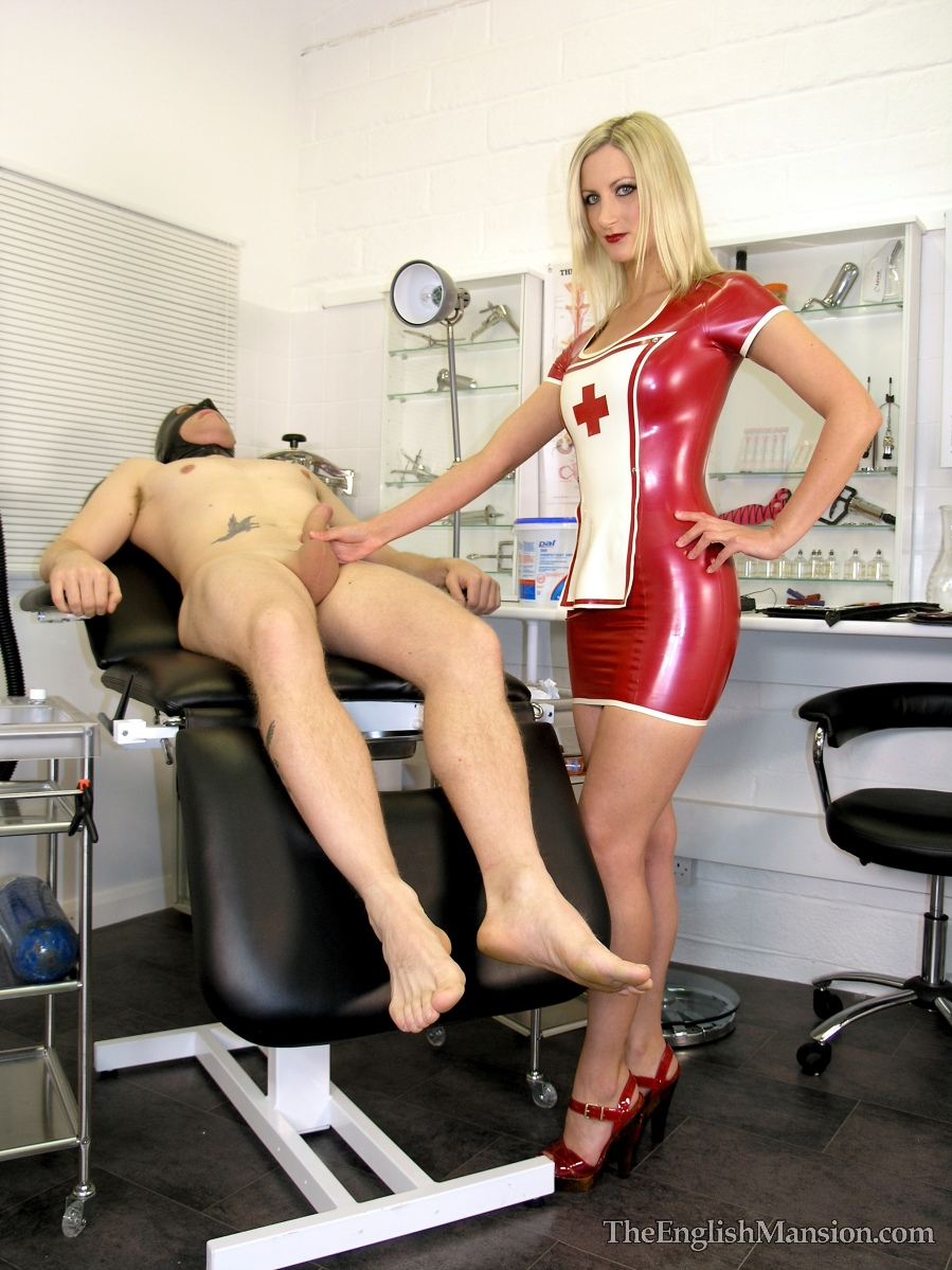 Blonde milf in rubber milking