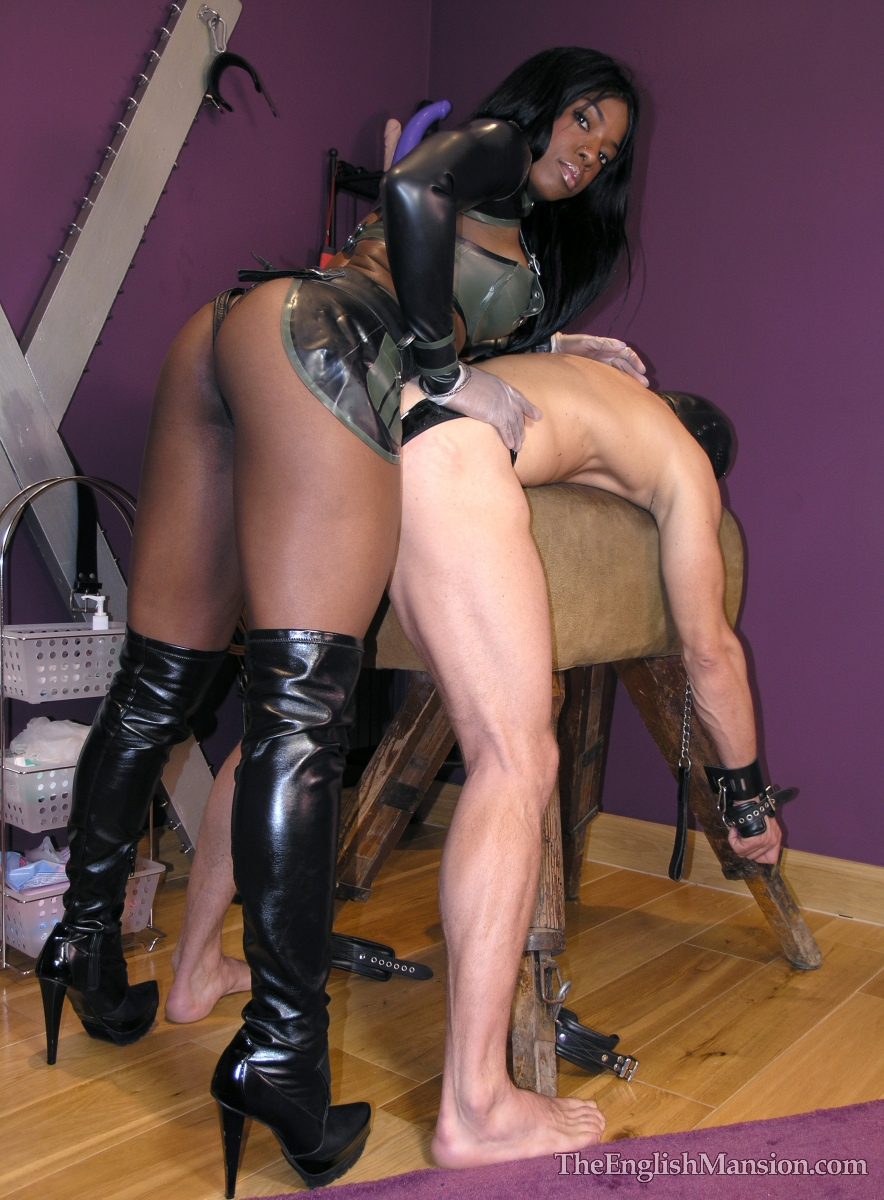 Strapon kiana black mistress