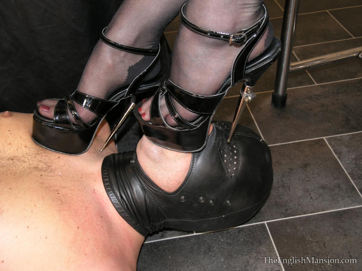 Садо мазо сосет каблуки картинки 2 фотография