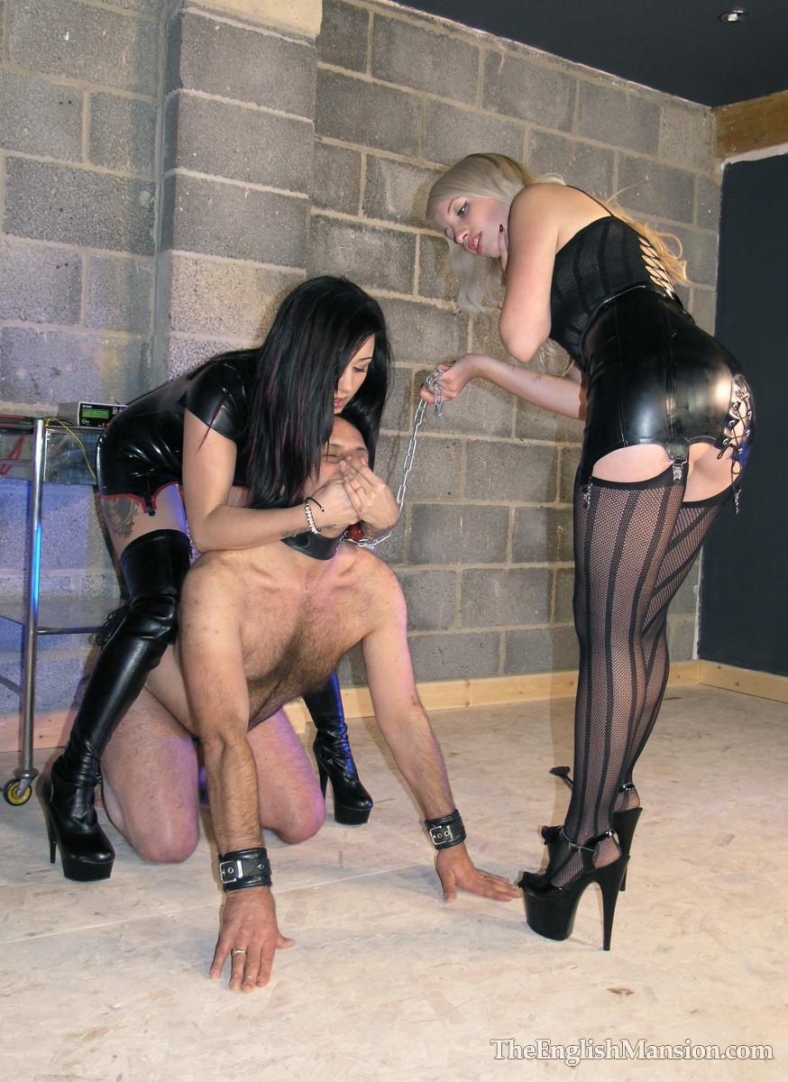Русские госпожи ссут на раба 14 фотография