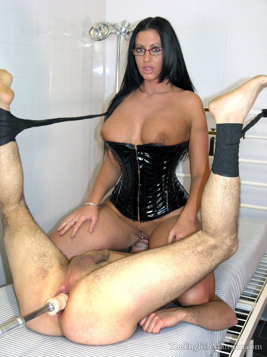 красивая госпожа любит трахать раба